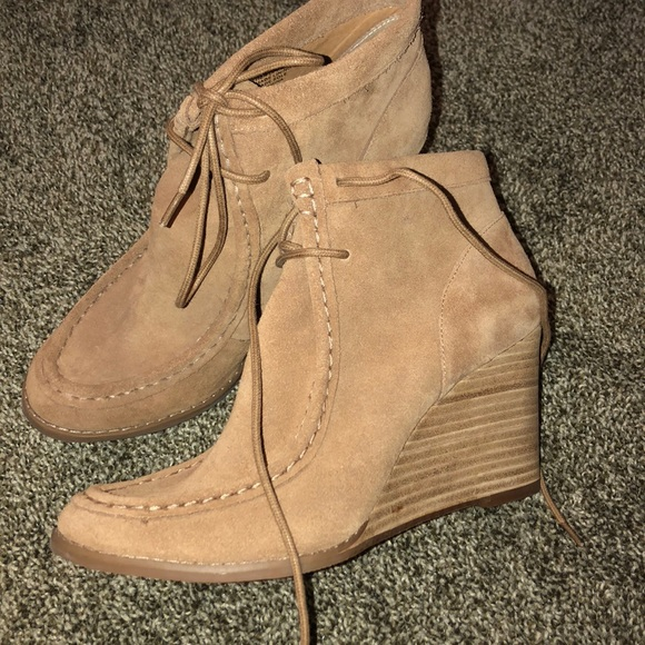Lucky Brand Shoes   Suede Ysabel Wedge